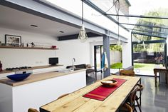 Grey steel beams - Explore our kitchen design ideas, including these uniformly long lines Kitchen Diner Extension, Open Plan Kitchen, Glass Extension, Side Extension, Extension Designs, Extension Ideas, Metal Beam, Estilo Interior, Modern Interior