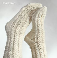lace cable pattern for woolen socks + the instruction w/ clear pics (text in Finnish) Knit Mittens, Knitted Gloves, Knitting Socks, Knitting Stitches, Hand Knitting, Crochet Slippers, Knit Crochet, Woolen Socks, Sexy Socks