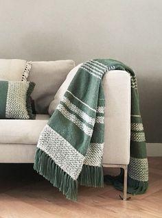 Leg dit mooie plaid turtle green als decoratie over de rug of lounge gedeelte van je bank. #plaid #accessoires #interieur