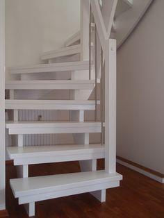 Weiße offene Treppe
