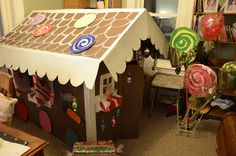 make your own cardboard ginger bread house - Bing Images Cardboard Gingerbread House, Gingerbread Man Crafts, Christmas Gingerbread House, Gingerbread Houses, Christmas Stage, Christmas Makes, All Things Christmas, Christmas Brownies, Cardboard Crafts