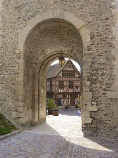 Joigny - A gate - Yonne Bourgogne #joigny