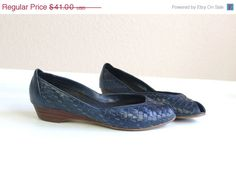 Sale vtg 80s NAVY leather WOVEN WEDGES peep toe heels 8.5 boho indie flats shoes on Etsy, $32.80