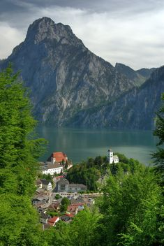 Traunkirchen and the Traunstein, Salzkammergut Region, Austria. Traunkirchen is a small village on the Traunsee, in Upper Austria. Traunstein is the highest mountain on the east bank of Traunsee in the district of Gmunden, Austria. Beautiful Places In The World, Places Around The World, Oh The Places You'll Go, Wonderful Places, Places To Travel, Places To Visit, Around The Worlds, Visit Austria, Kirchen
