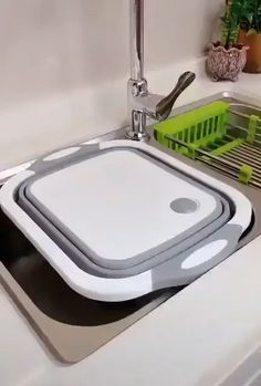 This convenient chopping board features a handy, collapsible drainer, perfect for cleaning fruits and veggies and food preparation. This kitchen tool can be used as a chopping board when folded or as a vegetable washing basket and strainer when unfolded. Cool Kitchen Gadgets, Kitchen Items, Home Decor Kitchen, Diy Kitchen, Kitchen Tools, Cool Kitchens, Small Kitchens, Kitchen Products, Kitchen Interior