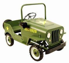 Marquant Leger Jeep 9601, Metalen Trapauto. Gebaseerd op de stijl van legerjeeps van vroeger, is deze kinderreplica een prachtig exemplaar voor jong om zich heerlijk mee te vermaken of voor oud als verzamelobject. Prachtig voor in de woonkamer en een eye catcher ook voor buitenshuis, kan een kind zich met deze wagen perfect zich een deel van het leger mee voelen door het alarmsysteem en het authentieke leger uiterlijk.