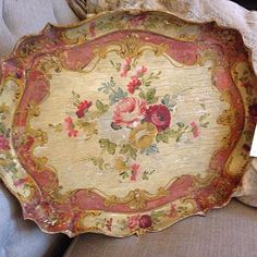 Another fabulous find ! #goinintotheshop #antiquetherapydesign #handpaintedtray…
