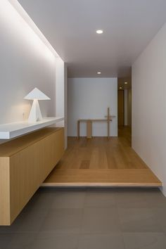 Image 15 of 34 from gallery of House with Podocarpus / Yasutoshi Mifune + Toru Atarashi. Photograph by Yasunori Shimomura Home Entrance Decor, Modern Entrance, House Entrance, Home Decor, Residential Architecture, Interior Architecture, Interior Minimalista, Cabins And Cottages, House Layouts