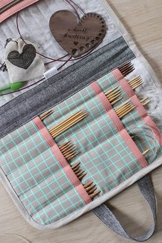 Road Trip Case for Knitting - Noodlehead, a modified version of my Road Trip Case Pattern. A fun and colorful solution to organizing my knitting needles.