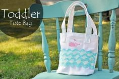Tutorial: Toddler tote bag with whale motif · Sewing | CraftGossip.com