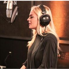 """Accomplished singer Madilyn Paige performs her original song """"Irreplaceable"""" and her rendition of """"Nearer, My God, to Thee."""""""