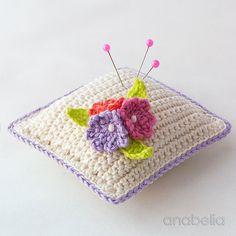 Pequeño alfiletero flores de ganchillo por Anabelia Craft Diseño