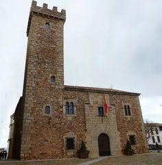 Cáceres. Cigüeñas: Séptima torre abierta a los turistas.  http://www.elperiodicoextremadura.com/noticias/caceres/ciguenas-septima-torre-abierta-turistas_914245.html  Foto: http://www.biodiversidadvirtual.org/etno/Casa-y-Torre-de-las-Ciguenas-Caceres-img16307.html