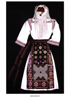 Folk Embroidery, Learn Embroidery, Embroidery Patterns, Folk Costume, Costumes, Embroidery Techniques, Traditional Outfits, Romania, Popular