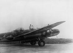 """Mitsubishi G3M Rikko """"Nell"""" taxing to the runway."""