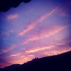 Por un momentito el cielo merideño nos regalo tonos y colores para empezar el día. Quien madruga Dios lo ayuda coge agua clara y ve cielos rosados #emparamados