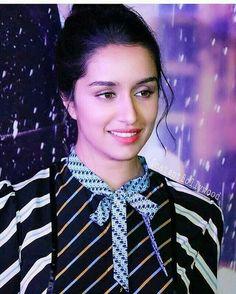 You look so beautiful 😘😘😘😘😘😘😍😍😍😍😍😍😍😍😍😍 Indian Bollywood, Bollywood Stars, Bollywood Fashion, Bollywood Girls, Prettiest Actresses, Beautiful Actresses, Indian Celebrities, Bollywood Celebrities, Shraddha Kapoor Cute
