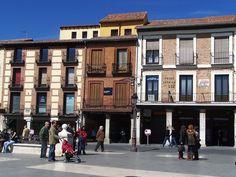 Alcalá de Henares es una ciudad española perteneciente a la Comunidad de Madrid. Su término se extiende sobre la comarca natural de La Campiña aunque parte de este se extiende sobre La Alcarria. Culturalmente, pertenece a la Comarca de Alcalá de la que además es su capital. Tiene una población de 200.768 habitantes, a 1 de enero de 2014, y 87,72 km², lo que hace una densidad de población de 2.288,74 hab. por km². Está situada en la Cuenca del Henares, al este de la región. Sus distancias…