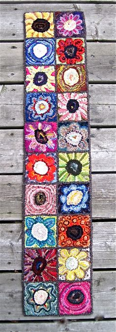 Lou Anne Sybenga, Canadian Rug Hooking artist - this could be a fun inspiration . Lou Anne Sybenga, Canadian Rug Hooking artist – this could be a fun inspiration for bean collage Punch Needle Patterns, Rug Inspiration, Rug Hooking Patterns, Hand Hooked Rugs, Penny Rugs, Mug Rugs, Fabric Art, Rug Making, Handmade Rugs