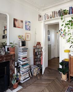 Trendy Home Design Living Room Joanna Gaines Ideas Living Room Decor, Living Spaces, Bedroom Decor, Bedroom Plants, Living Rooms, Built In Wall Shelves, Book Shelves, Book Storage, Storage Ideas