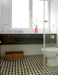חדר רחצה אחרי שיפוץ שידת כיור תלוייה - רעיון לחדר רחצה קטן