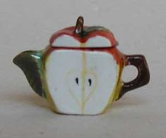 APPLE SLICE TEAPOT (One of my favourite teapots !)