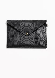 When you're looking for a refined way to store and protect your documents and notes, this structured leather purse is the answer.