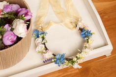 Corona de flores simple con cinta de organza por Georgina41 en Etsy