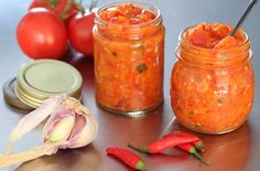 Zelf je eigen Indonesische tomatensambal maken? Met dit recept van oma Irene komt dat helemaal goed!