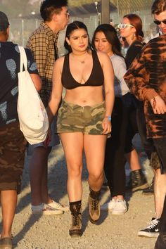 And Modern Family star Ariel Winter, was joined by her unknown actor beau Levi Meaden at Coachella this weekend. Ariel Winter, Oscars Red Carpet Dresses, Tiny Shorts, All Actress, Rachel Brosnahan, Hollywood Heroines, Tessa Thompson, Beautiful Celebrities, Beautiful Women