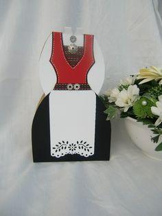 Konfirmasjon, bunads kort til jente Shops, Swedish Weaving, Scandi Style, Cardmaking, Birthday Cards, Special Occasion, Halloween Costumes, Homemade, Formal Dresses