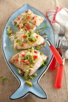 Can't Miss Red Snapper:Ingredients Add to grocery list    1   chopped green bell pepper   1 cup chopped onions   1 tablespoon Worcestershire sauce   1/2 teaspoon pepper   1 teaspoon salt   4   8-ounce red snapper fillets, 1/2-inch thick   1/2 cup (1 stick) butter  1 cup freshly grated Parmesan