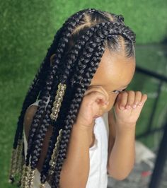 Large knotless braids for a little queen 👑 ⁣ Baby girl is too cute with these braids by @dreedree__ 💕 Black Girl Braided Hairstyles, Black Kids Hairstyles, Baby Girl Hairstyles, Natural Hairstyles For Kids, African Braids Hairstyles, Natural Hair Styles, Toddler Hairstyles, Little Girl Braids, Braids For Kids