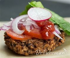 On the Run Black Bean Burgers Burger Recipes, Veggie Recipes, Dinner Recipes, Healthy Recipes, Healthy Foods To Eat, Healthy Eating, Homemade Beans, Black Bean Burgers, Eat To Live