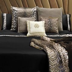 Discover the Roberto Cavalli Leopard Border Duvet Set - Super King - Black at Amara