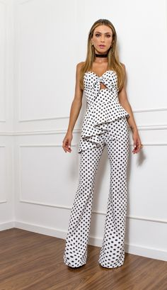 Sexy And Chic Jumpsuit Fashion Ideas 7 - Nona Gaya Fashion Outfits, Womens Fashion, Fashion Tips, Fashion Ideas, Spring Fashion Trends, Mode Style, White Fashion, Look Cool, Casual Chic