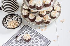 Amalie loves Denmark Mini-Schokoladen-Cupcakes mit Haselnuss-Splittern