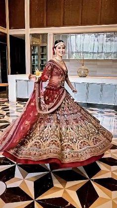 Bridal Red Lehenga, Wedding Lehnga, Indian Lehenga, Indian Bridal Outfits, Indian Bridal Fashion, Indian Bridal Wear, Pakistani Dresses Party, Indian Gowns Dresses, Colored Wedding Dresses
