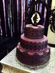 Birthday cake ideas disney decorating supplies 31 ideas for 2019 Pretty Cakes, Cute Cakes, Beautiful Cakes, Maleficent Cake, Disneyland Halloween Party, Aurora Cake, Maleficent Birthday Party, Villains Party, Birthday Cake