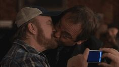 Jim beaver and Mark Sheppard kiss, Bobby and Crowley picture season 5 episode 21 Two Minutes To Midnight Supernatural Destiel, Crowley Supernatural, Supernatural Pictures, Decimo Doctor, Impala 67, Bobby Singer, Mark Sheppard, Superwholock, Laughter