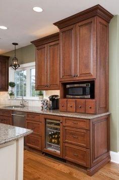 Traditional Kitchen Backsplash Designs and Traditional Blue Kitchens 3038778512 Glazed Kitchen Cabinets, Cherry Cabinets, Kitchen Cabinet Design, Kitchen Redo, Kitchen Remodel, Kitchen Ideas, Kitchen Walls, Kitchen Paint, Brown Kitchens
