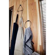 iron towel ring/アイアン タオルリングアイアンの素材感でお作りした、タオルホルダーの登場です。 どこか懐かしいけど、どこか新しい、 この「遊び感」のある雰囲気を表現した、 サークル型とトライアングル型をご用意しました。 @adepeche_online#adepeche #アデペシュ #店舗什器 #木製 #ディスプレイ #アイアンパーツ #DIY #タオルホルダー #タオルハンガー