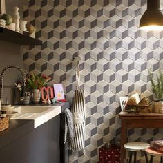Add a new dimension to your interior designs with this showstopping range of multifaceted beauties. These complex, hexagonal tiles add character and offer a huge range of decorative possibilities. Chevron Tile, Geometric Tiles, Hexagon Tiles, Geometric Wallpaper, Shower Niche, Glass Shower Doors, 2018 Interior Design Trends, Cube Decor, Maila