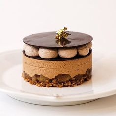 Chocolate crunch caramelized banana caramelia mousse chocolate discs & Nutella cream. By - @kathryn_lapina   #ChefsOfInstagram by chefsofinstagram