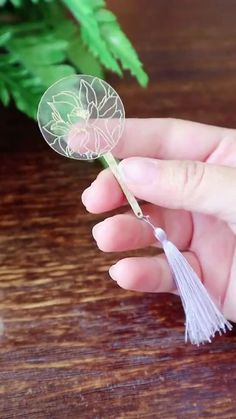 Learn how to make super easy mini fan dearlives shrinkydinks shrinkplastic shrinkfilm shrinkartcontest fan minifan Diy Arts And Crafts, Cute Crafts, Creative Crafts, Easy Crafts, Crafts For Kids, Creative Ideas, Shrinky Dinks, Resin Crafts, Paper Crafts