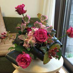11月アレンジ Flower Arrangements, Vase, Flowers, Home Decor, Floral Arrangements, Decoration Home, Room Decor, Vases, Royal Icing Flowers