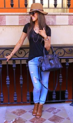 The adorable outfit: Black tee + jeans + peep toe booties + hat