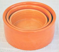 Nice pottery bowls where small snacks can be presented in a pleasant way. Each scale has a different color, ranging from bright orange to soft