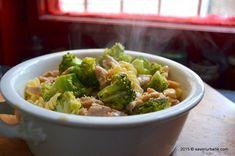 Paste cu pui si broccoli cu smantana si lamaie | Savori Urbane Pasta Carbonara, Paste, Jamie Oliver, Sprouts, Broccoli, Spaghetti, Vegetables, Food, Lasagna