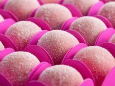 Brigadeiro rosa por marisouza.mariana | Doces e Sobremesas | Receitas.com